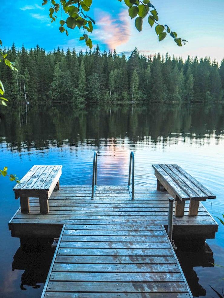 juhannus, mökki, kesä, auringonlasku, tauko, suomi, itä-suomi, kuopio, leppävirta, tyyni, järvi, visit finland, janina pohja, Fit Times, laituri, aamu-uinti