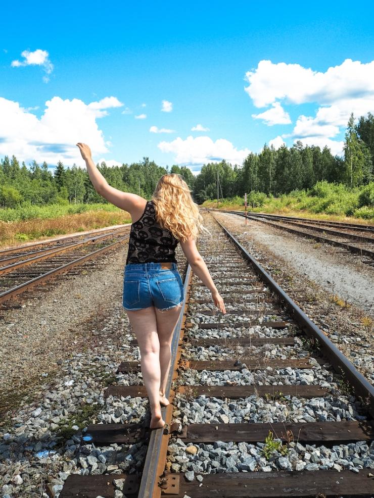 Janina Pohja, Fit Times, bloggaaja, hyvinvointi, vastoinkäymisiä, junarata, Mänttä, Keski-Suomi, kuvaukset, raiteet